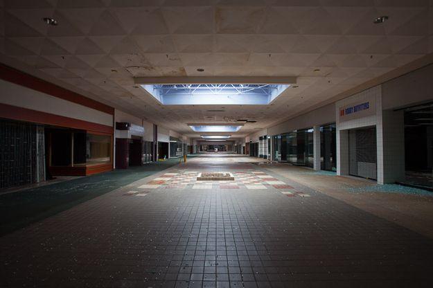 Des photographies surréalistes et intrigantes de centres commerciaux abandonnés aux Etats Unis
