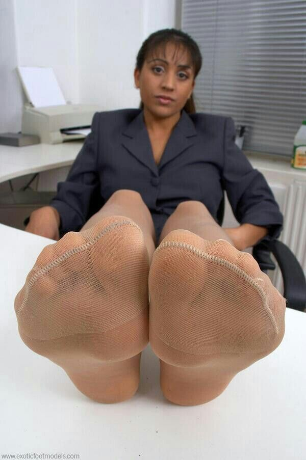 Ebony feet in face