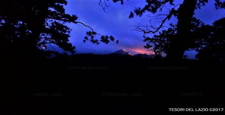 Tesori del Lazio 2017 #escursione #notturna tra i Monti della #Tolfa - La rocca di Tolfa vista dal bosco di Poggio Fico prima di #Piantangeli...