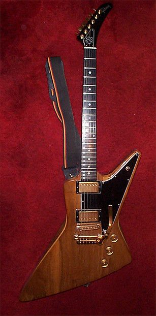 Gibson Explorer: walnut w/copper hardware.  ..love the copper! wish the pic was a little more detailed or w/bettr lighting --RC