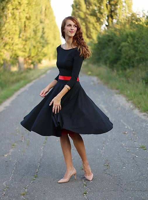 ZuzanaZachar / Šaty s kruhovou sukňou a výstrihom na chrbte