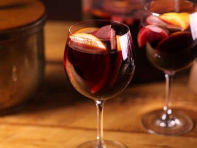 Bobby Flay's Holiday Sangria; Thanksgiving at Bobby's on Food Network