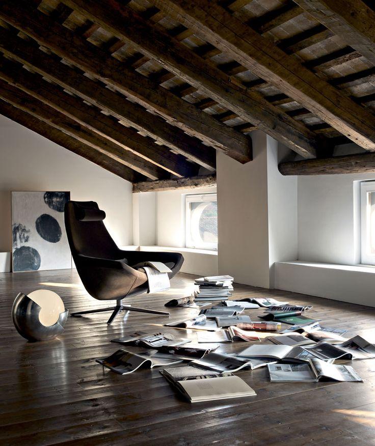Armchair: METROPOLITAN - Collection: B&B Italia - Design: Jeffrey Bernett www.bebitalia.com www.meijerwonen.nl