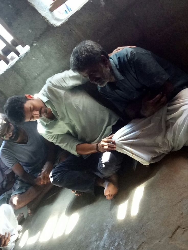 Actor Vijay has went to Anitha's (NEET) home and spoke with her parents in order to provide consolation. #LatestUpdates #ChennaiUngalKaiyil.