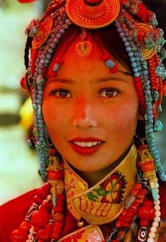 Khampa Tibetan costume at Litang.....Lovely! She bears a strong resemblance to Japanese. Also in the chromosome sequence, Japanese and Tibetans are very well alike. We may say that it is the same.