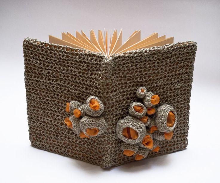 Orange cell (149 LEI la art3lier.breslo.ro)    Moleskine cu husa detasabila