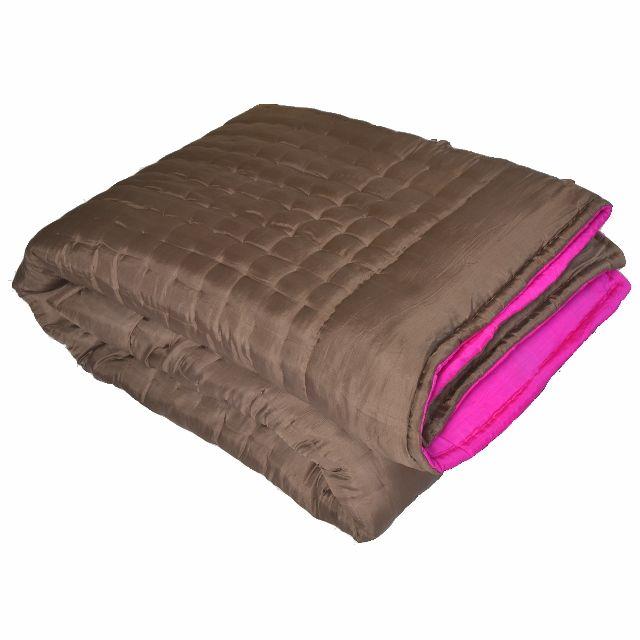 les 21 meilleures images propos de linge de lit silk quilted bed covers sur pinterest. Black Bedroom Furniture Sets. Home Design Ideas