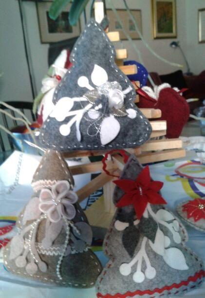 piccoli alberi di natale - decorazioni in feltro - by Luisa Valent