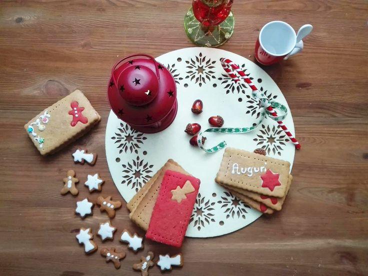Biscotti biglietto d'auguri. simpatici biscotti di pan di zenzero da regalare ad amici e familiari. Semplici e buonissimi e belli alla vista...