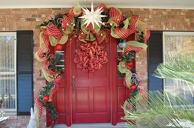 door: Child, Christmas Time, Christmas Front Doors, Holidays, Nice, Christmas Ideas, Christmas Door
