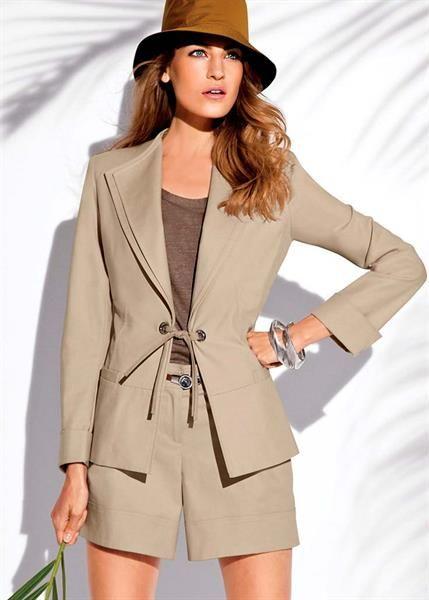 Модная коллекция блузок и пиджаков женских