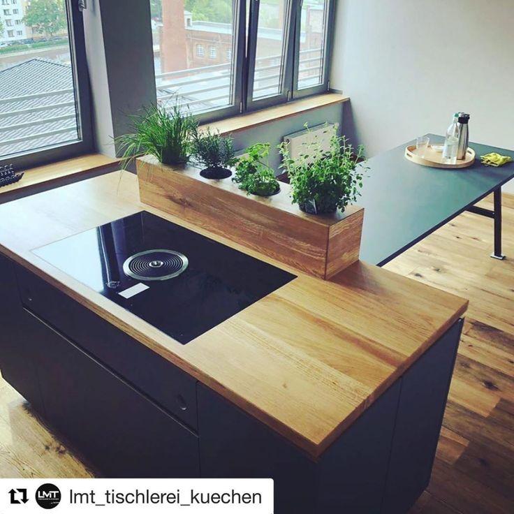 Küche schwarz + Holz Eiche