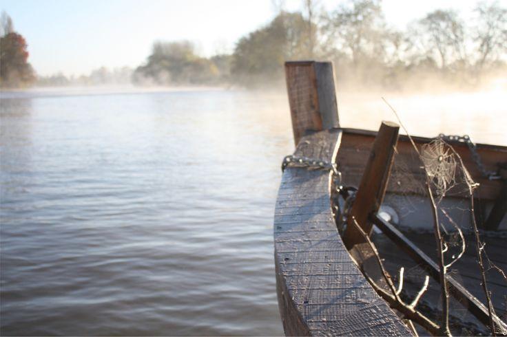 "Proue de ""LA GOGANE"", sur la Sarthe, un matin de novembre"