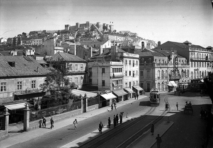 | Panorâmica - encosta do Castelo, a partir da rua da Palma.Data: (1947)Fotógrafo: Paulo Guedes (AML)