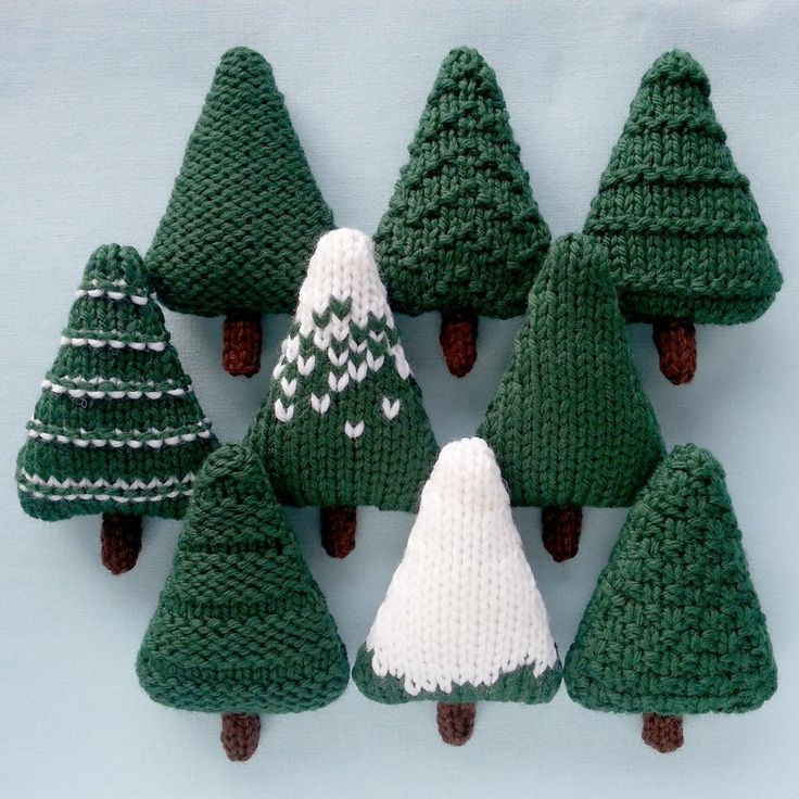 Nine different Christmas trees which can be left as they are or decorated. The trees are knit flat and are approximately 6.5 x 10 cm (2.5 x 4 inches). They are perfect for making baubles, garlands and other decorations.You will need:• Cascade 220 yarn, about 7g per tree, in Forest Green (8267), White (8505) and Brown (8686).• 4mm (US 6) needles.• A tapestry needle.• Toy stuffing.• Optional: decorations such as sequins, beads, small buttons, sleigh bells, scraps of coloured yarn, ribbon or emb…