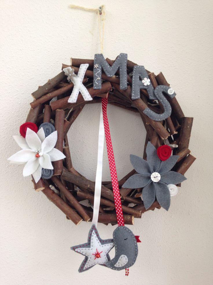 Christmas whreath. Kerstkrans versierd met vilt.