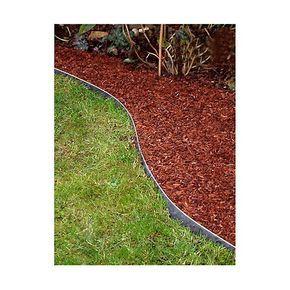 Une bordure de jardin en acier galvanisé brut , au motif ajouré, est idéale pour aménager proprement vos massifs de fleurs et vos allées de jardin . Excellente qualité française de cette bordure en métal ajourée. Vendue à l'unité.