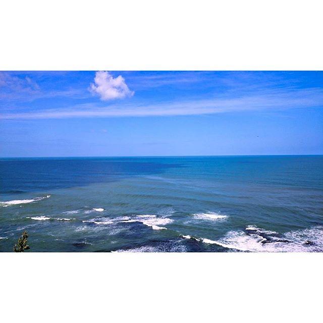 【lanmas1】さんのInstagramをピンしています。 《☆ やはり曇天の月末なのでオホーツクの青色 ☆ #オホーツク海 のイメージはどんなの? 意外と明るい#青色 や#水色 風が強くて寒かった ☆ ☆ #北海道#ツーリング #能取岬#のとろみさき #いつかのpic#青空#海 #空は繋がってる #海は繋がってる #空のある風景 #グラデーション #Hokkaido#skylovers#sky #sea#gradation #wave#ig_japan 2016年9月13日 ☆ #お疲れさん❤》