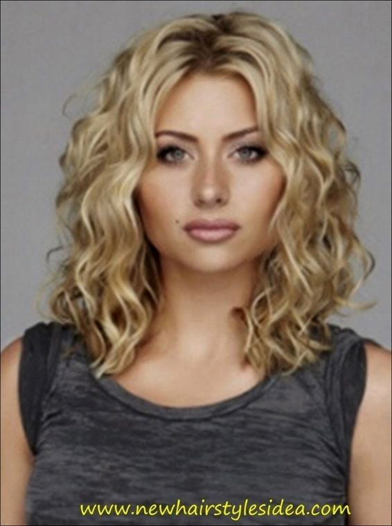 White Women Typically Will Have A Bright Hair Color Blonde Is One Of The Dominant Colors Medium Curly Hair Styles Medium Hair Styles Medium Length Curly Hair