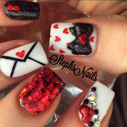 We love everything about these love letter-inspired nails by @_stephsnails_.