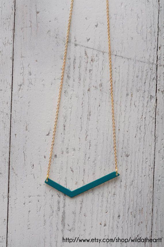 Asymmetrical CHEVRON necklace par wildatheartt sur Etsy, €15.00