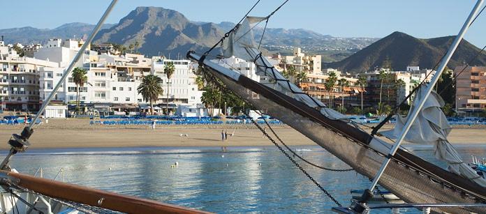 Los Cristianos på Teneriffa är ett barnvänligt resmål. Här finns även en fin strand och ett trevligt kvällsliv! Välj mellan ett tiotal lägenhetshotell.
