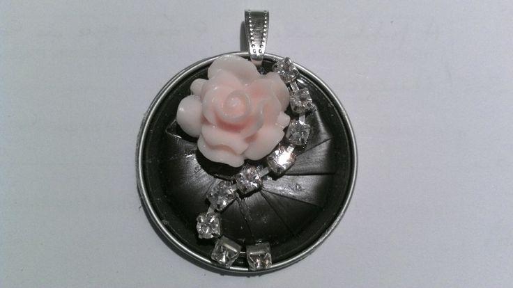 """Pendentif capsule nespresso """"Rose et strass"""" : Pendentif par tine-creations"""