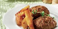 Συνταγή για μπιφτέκια με μελωμένες πατάτες φούρνου