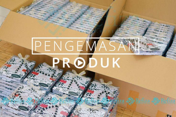 Proses pengemasan Paket Souvenir Yasin pesanan customer Refiza Souvenir. Terimakasih sudah  mempercayakan orderan di Refiza Souvenir. Kami tunggu orderannya selanjutnya.