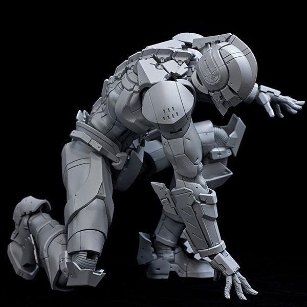 ULTRAMAN. Super Robot. The gray shape.