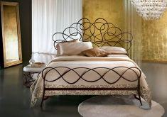 Visita il nostro catalogo online dove potrete scoprire bellissimi letti in ferro battuto per il vostro arredamento. Top Home, il tuo negozio online. www.decorazioneon...