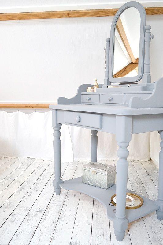 BEDROOM #old #dressingtable #grey #paintingthepast #hamptongrey #attic #whitefloor www.frivole.nl