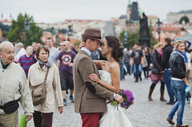 onlookers, good or bad? it depends  Wedding in Prague - Charles bridge
