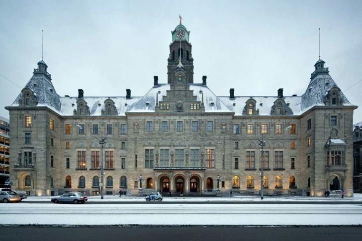 Stadhuis in de sneeuw