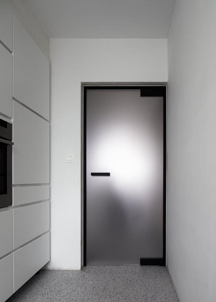 les 25 meilleures id es de la cat gorie portes int rieures noires sur pinterest portes. Black Bedroom Furniture Sets. Home Design Ideas