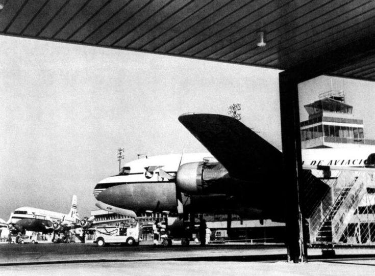 Inaguracion en 1952 del nuevo edificio terminal del Aeropuerto Central de la Ciudad de Mexico , aviones DC-6