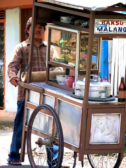 street food in Indonesia Boek www.villabuddha.com Aan het strand van Noord Bali  met personeel en chauffeur. € 1495,- a week moniquekruyssen@zonnet.nl
