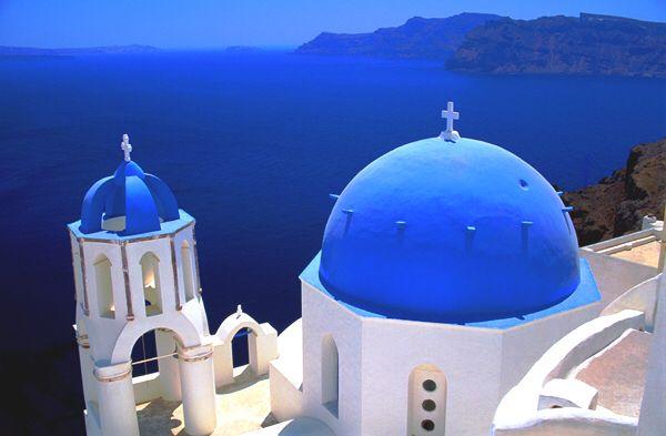 Image from http://www.honeymoonsgalore.com/images/Greece/Greece_-_Santorini_8x5.jpg.