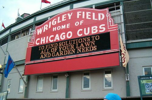 Itinerary_stop_800px-welcome_sign_at_wrigley