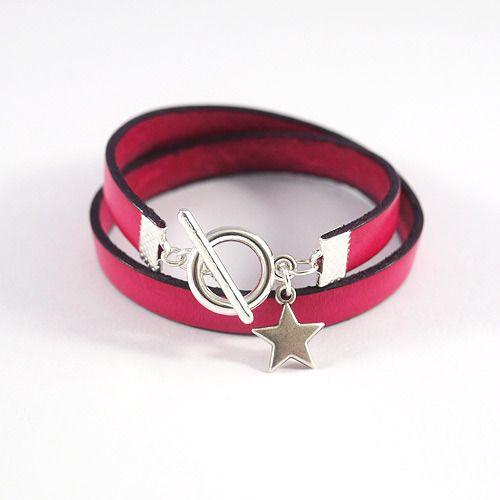 Bracelet cuir fushia avec fermoir en argent et breloque étoile : Bracelet par bracelets-cuir