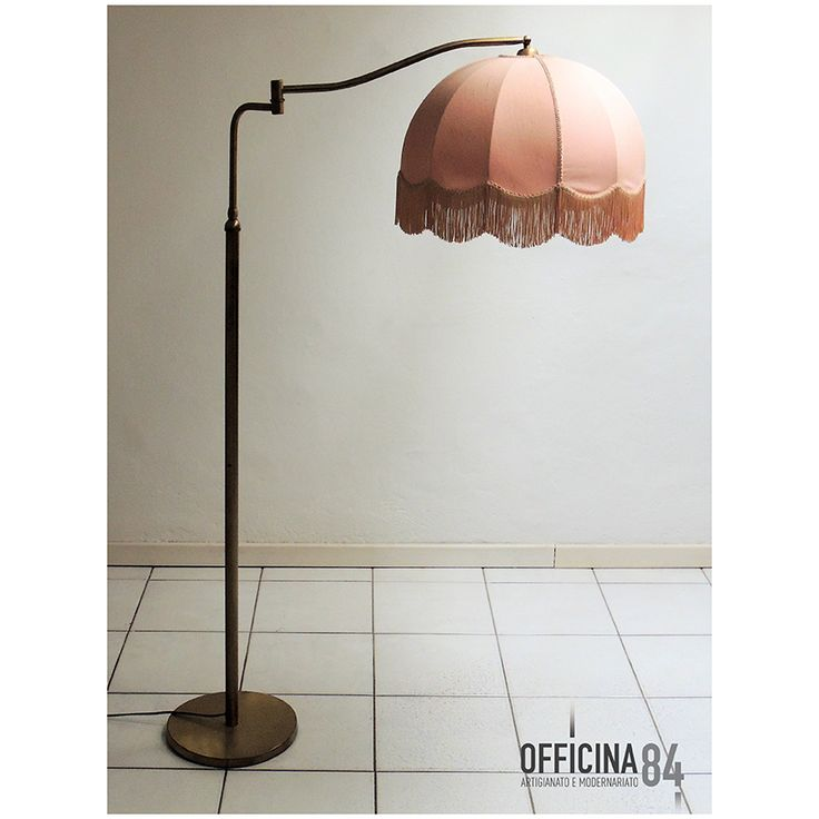 Piantana anni '50  #officina84 #milano #via padova #via padova84 #lampade&illuminazione #arredamento #design #sideboard #middlecentury #forniture #modernariato #forsale #living #home #sedie #vintage #art #lamps #livingroom #casa #visual #visualmerchandising #table #nolo #poltrone #industrialchic #mirrow #allestimenti #vetrine #luxury #architects #chairs
