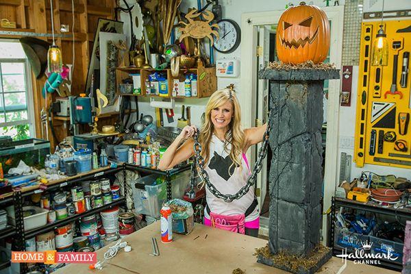 How To: DIY Halloween Pumpkin Pillars | Paige Hemmis