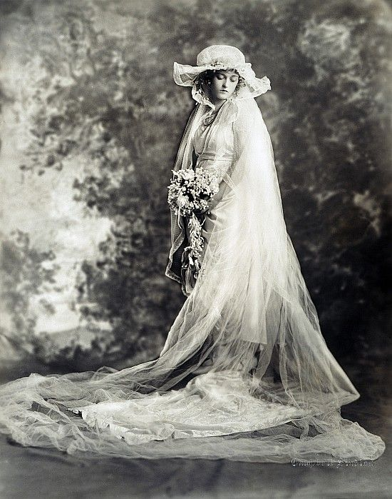 +~+~ Antique Photograph ~+~+   Bride from New York.  ca. 1920.