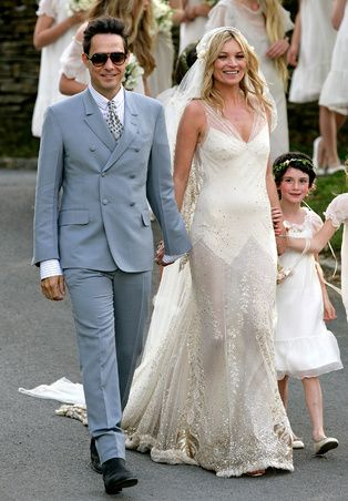 Roaring twenties: Kate Moss married Jamie Hince in 2011 wearing a bias cut wedding gown designed by John Galliano. The stunning dress was paired with cap-styled wedding veil Celebrity Wedding Photos, Celebrity Wedding Dresses, Wedding Dress Trends, Celebrity Weddings, Celebrity Style, Kate Moss Wedding Dress, Jamie Hince, Bridal Gowns, Wedding Gowns