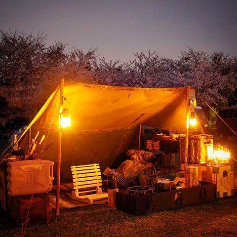 ストームランタンだけの緩やかな明かりで過ごす夜に戻りたい(´Д` ) あと1日頑張ろう。  #キャンプ #camp #camping #パップテント #puptent  #シェルターハーフテント #shelterhalftent  #ドイツ軍 #荷物多すぎ? #減らす気はない #野営 #野営親父 #こじらせ親父 #DIY #handmade #ハンドメイド #自作
