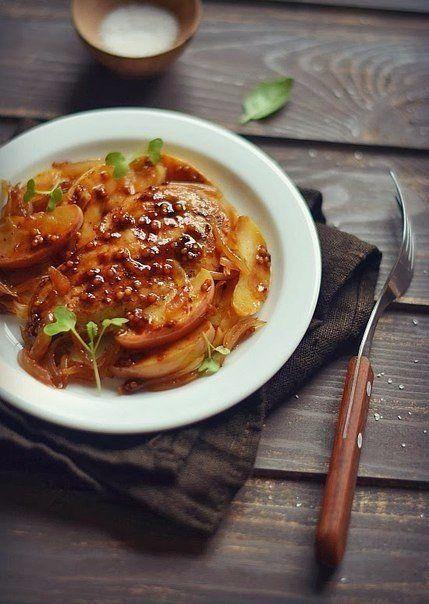 Куриная грудка с яблоком: диетический ужин!  на 100грамм - 100.33 ккалБ/Ж/У - 12.77/2.86/5.91  ✒Ингредиенты: • Куриная грудка - 300 г • Яблоки - 1 шт • Лук - 1 шт • Соус соевый - 1 ст. л • Оливковое масло - 1 ст. л • Соль, перец - по вкусу  Приготовление: Нарезать грудку на небольшие кусочки и положить ее мариноваться в небольшом количестве оливкового масла с соевым соусом. Нарезать яблоко дольками, а лук — тонкими кольцами. Обжарить лук, помешивая, до золотистого цвета. Добавить к луку…