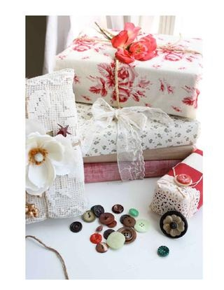 holiday wrapping ... gatherings: Christmas Gifts Wraps, Gift Wrapping, Giftwrap, Gifts Ideas, Diy Gifts, Wrapping Ideas, Pretty Packaging, Wraps Gifts, Wraps Ideas