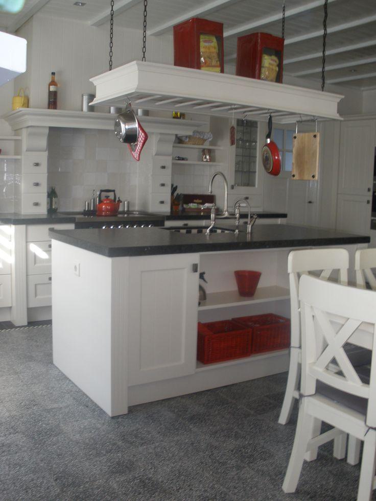 Meer dan 1000 idee n over landelijk kookeiland op pinterest kookeilanden countrykeukens en - Witte keuken decoratie ...