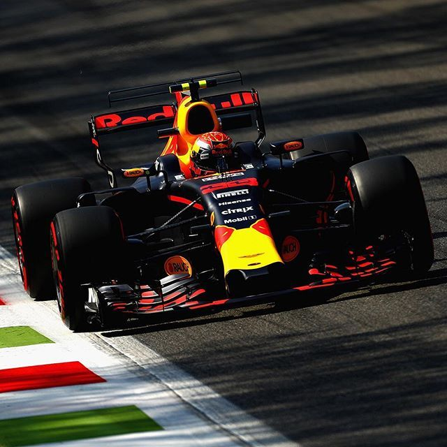 Grid penalties to Ricciardo,Max,Carlos & Alonso for this Sunday race at Monza. #f1 #formulaone #bulls #rebbullracing #tororoso #mclarenhonda #honda #mclaren #maxverstappen #danielricciardo #ricciardo #max #daniel #fernandoalonso #fernando #alonso #sainz #gridpenaltys #monza #italy
