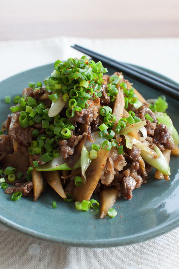 chili stir-fried with plenty of condiments with green onions, beef and burdock - 牛肉とごぼうの甘辛炒め たっぷり薬味ねぎのせ by tomo | レシピサイト ...
